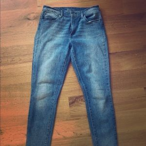 Size 29 Levi High-Rise Jeans